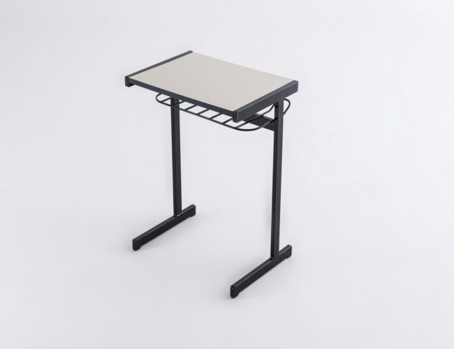 mesa_escolar_com_gradil