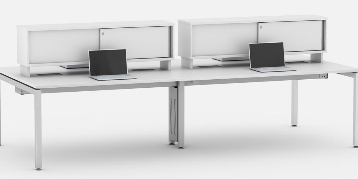 Plataforma de trabalho linear com armários com portas de correr