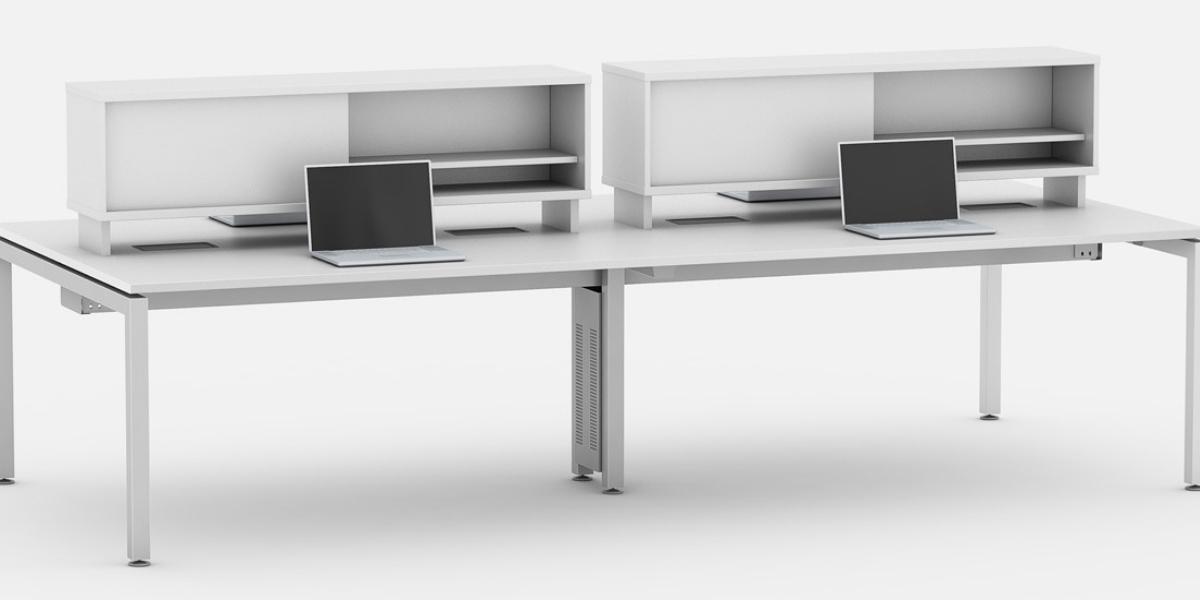 Plataforma de trabalho linear com armários sem portas