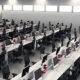 ambiente corporativo com plataformas de trabalho