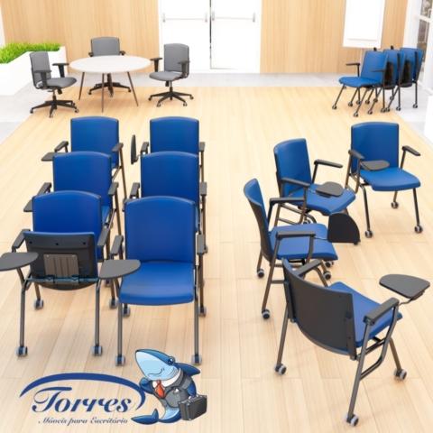 sala de treinamento com cadeiras Torres Versatile treinamento