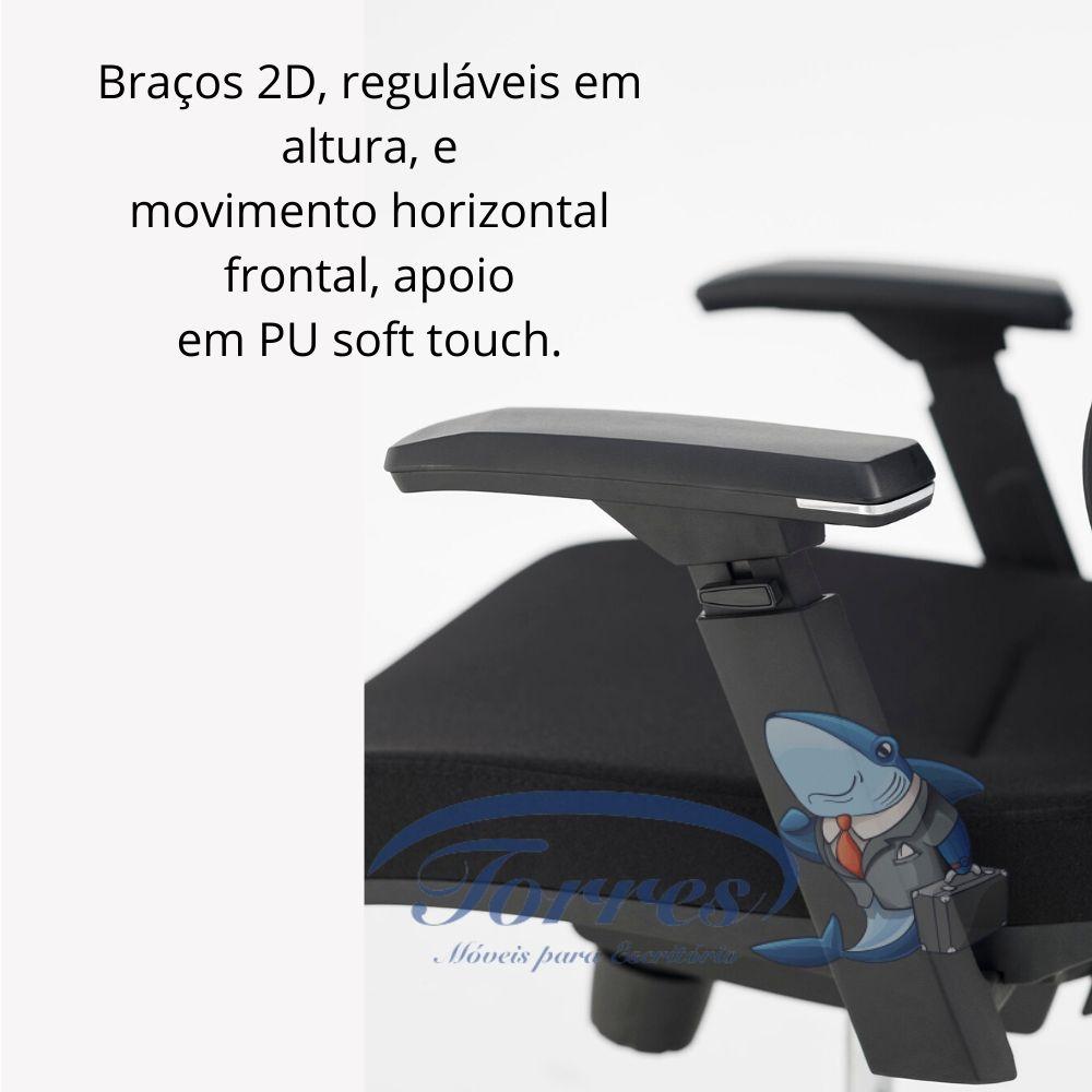 Braços 2D, reguláveis em altura, e movimento horizontal frontal, apoio em PU soft touch.