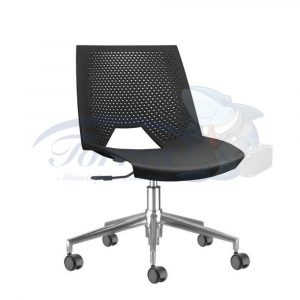 Cadeira Strike com assento e encosto em polipropileno preto base giratória piramidal cromada